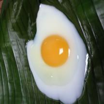 ทอดไข่บนใบตอง
